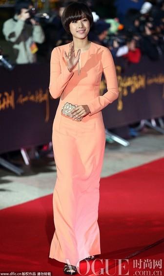 韩国女星红毯抢镜各显神通 - VOGUE时尚网 - VOGUE时尚网
