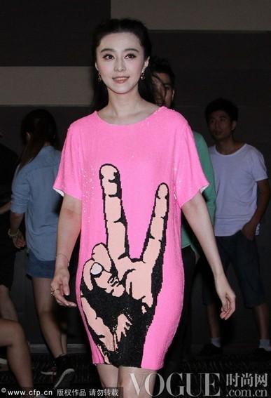 范冰冰粉色裙装显娇嫩 - VOGUE时尚网 - VOGUE时尚网