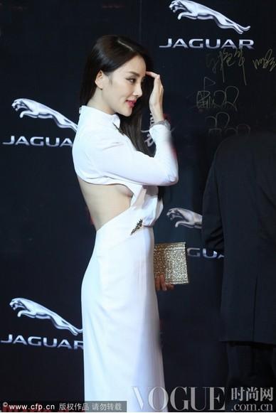 李小璐风情露背力压杨幂 - VOGUE时尚网 - VOGUE时尚网