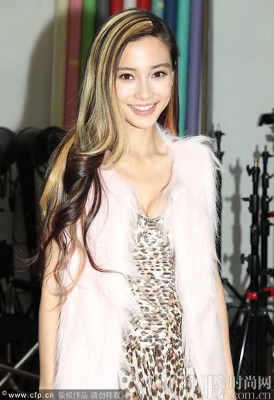Angelababy挑染发惨变非主流 - VOGUE时尚网 - VOGUE时尚网