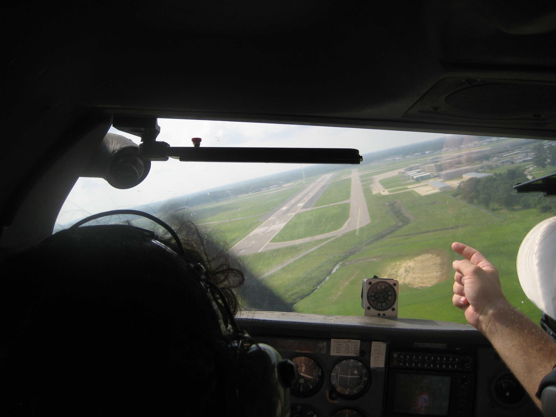 算了,有过经历已经不错了,以后坐飞机那个驾驶员心梗了,我倒可以顶