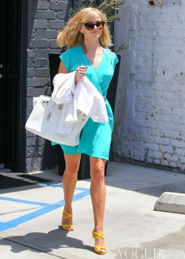 好莱坞女星明亮大胆街拍风 - VOGUE时尚网 - VOGUE时尚网