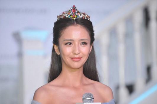 佟丽娅戴王冠高贵女神大转变 - VOGUE时尚网 - VOGUE时尚网
