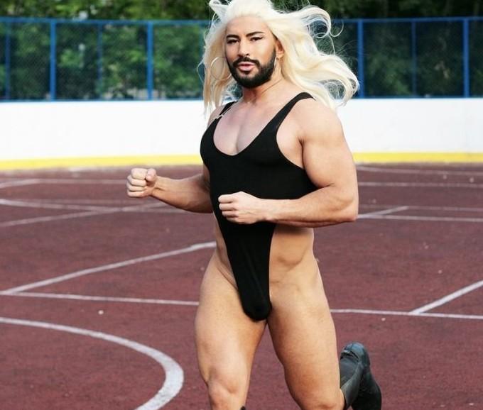 天雷滚滚!猛男版Lady Gaga骑马裸奔 - ELLE - ELLE