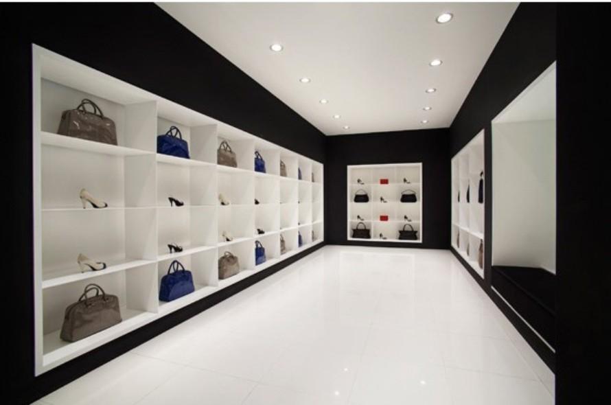 展柜设计在时尚童装店的应用-佛山鸿钛展柜的空间