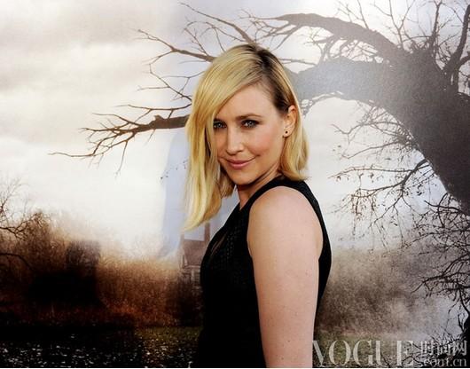 最热趋势:露出来的深色发根 - VOGUE时尚网 - VOGUE时尚网