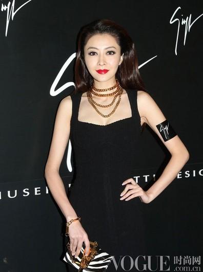 女星示范夏季清爽无暇底妆 - VOGUE时尚网 - VOGUE时尚网