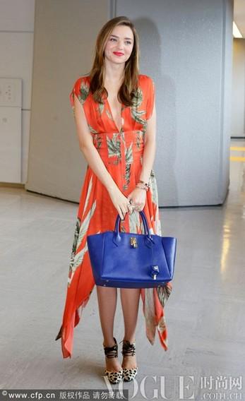 盛夏街拍女星多样清凉造型 - VOGUE时尚网 - VOGUE时尚网