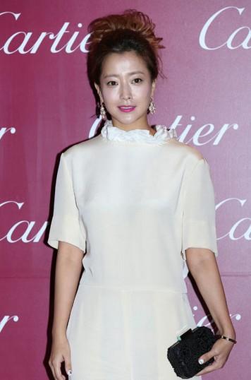 尹恩惠红唇妆容比拼金喜善 - VOGUE时尚网 - VOGUE时尚网