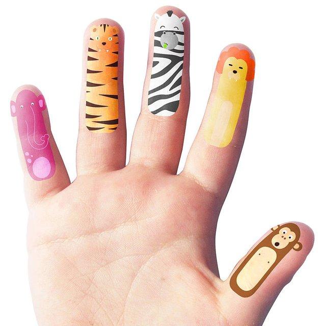 纤细手指可爱星纹身