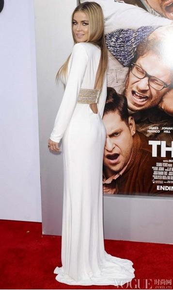 艾玛·沃特森斑马纹裤装抢镜 - VOGUE时尚网 - VOGUE时尚网