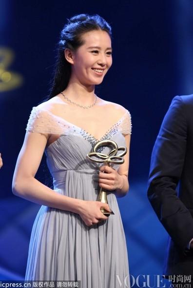 刘诗诗:收视女王造型大盘点 - VOGUE时尚网 - VOGUE时尚网