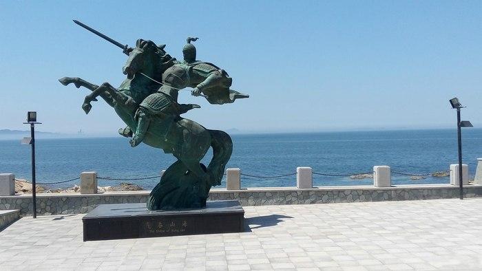 名为秦始皇的养马岛,自然马是少不了的,马的雕塑也随处可见
