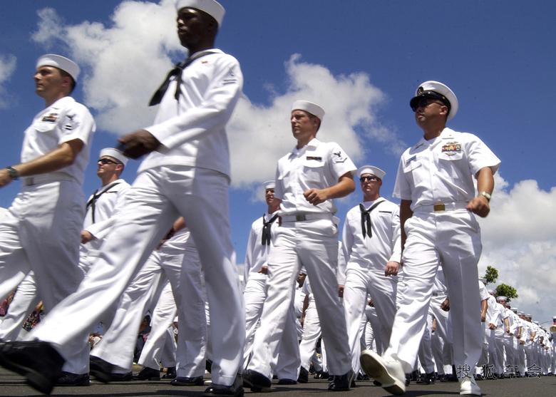 走在大路上版 人民海军向前进