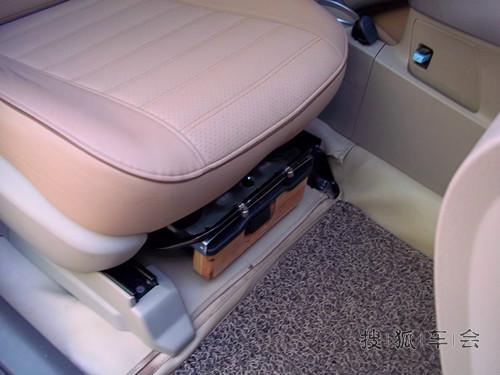 逸致汽车前排座椅抽屉安装方法