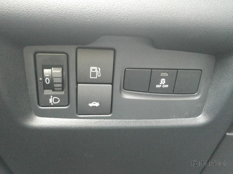 1大灯高低调节+油箱盖开启键+后备箱开启键+esp开关