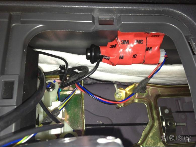 鹰7自动档点烟器不够用折腾个一拖三暗线哟 和换牌照灯简单作业