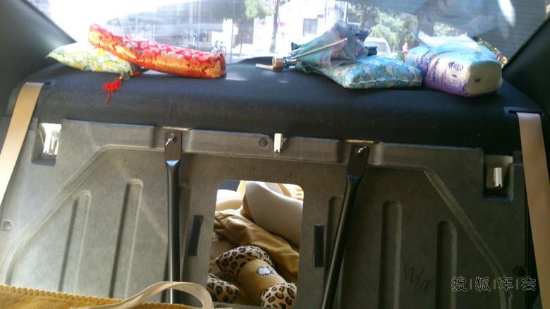 朗动的后排座垫安装方法