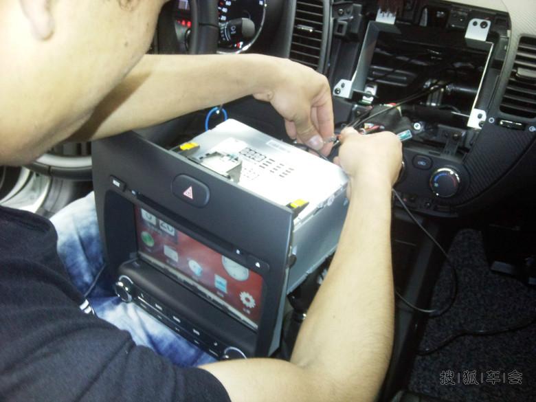安装过程中倒车影像在接的时候出点小问题