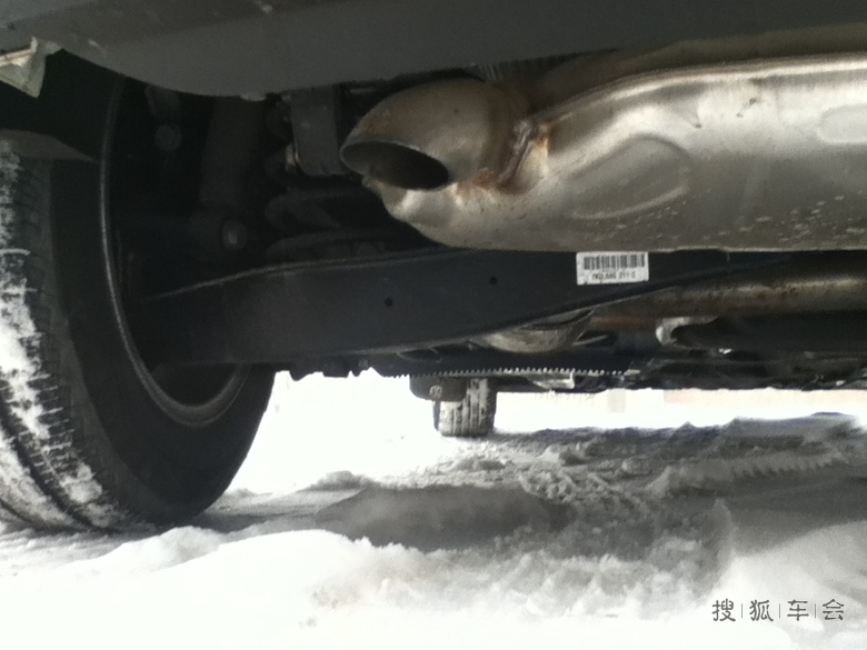 动机盖液压顶杆,厚道的标志.叔叔现在还有几款车有此配置.高清图片