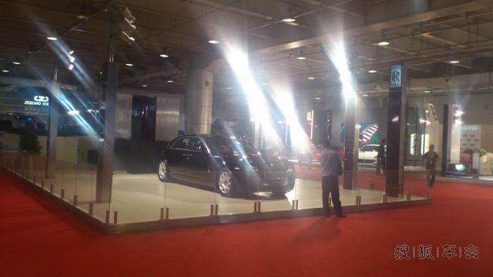 怎么样?下面有更精彩的啦! 全球最贵的车阿斯顿马丁隆重登高清图片