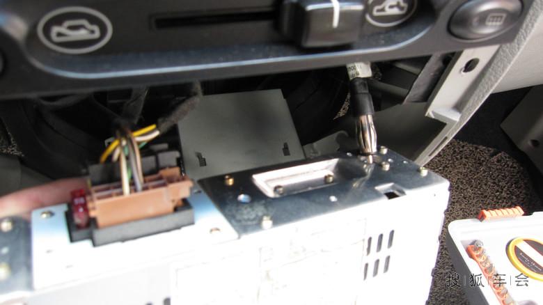 收音机天线插头和rd9的不匹配,我没有转接头,只好用铜丝将就一下