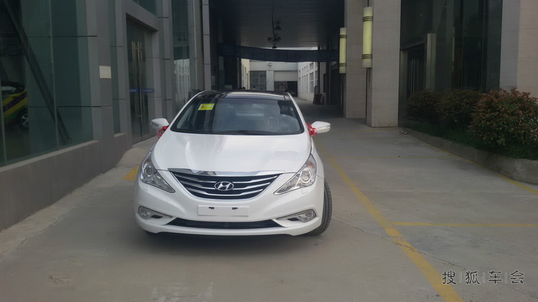 2014款2.4自豪提车 贴膜 尾灯改装 氛围灯 求加精 高清图片
