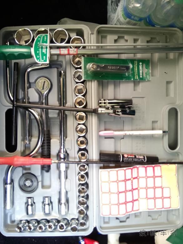 高压包.图片上圆形中接出的软管是机油废气管.另外一根就是高清图片