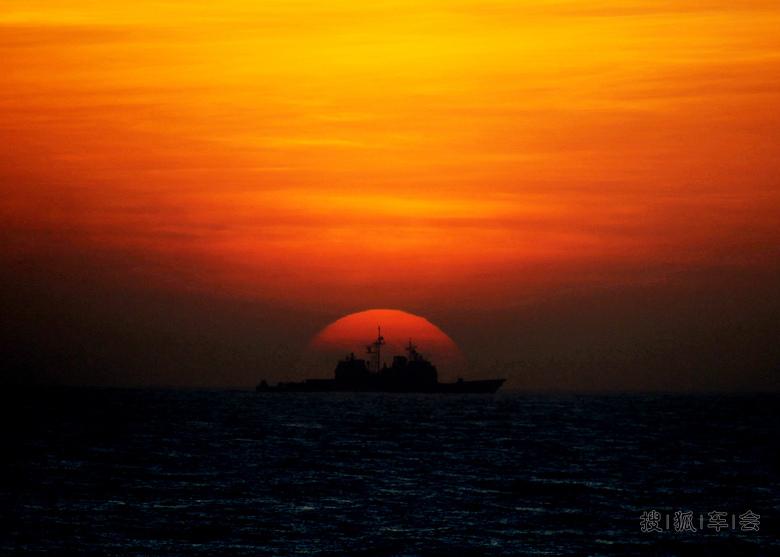 日落西山红霞飞