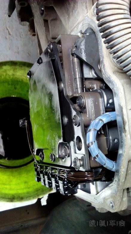 老包修车-更换变速箱油 更换变速器电磁阀_标致307图片