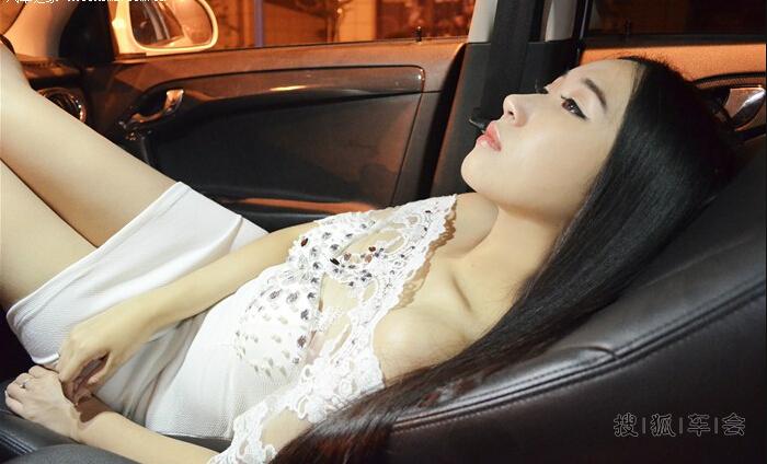 【美女车故事】白悦尤物绝美演绎暗夜下的极致诱惑