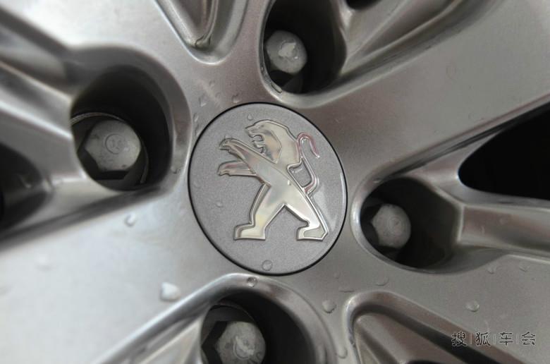标致2008 底盘护甲,发动机护甲安装,各种装饰亮片安装高清图高清图片