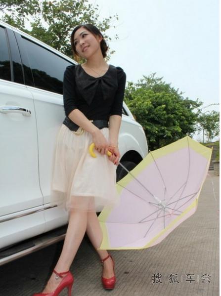 【美女车故事】 媳妇当车模,10款q7技术型_奥迪q7论坛