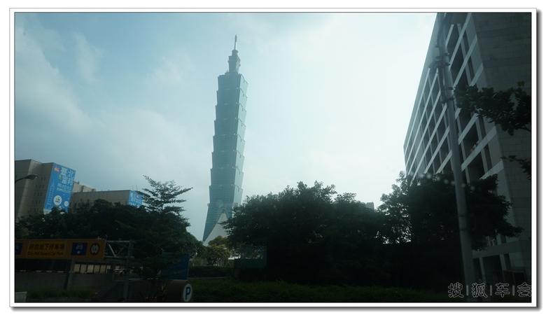 台北101(TAIPEI 101),在规划阶段初期,原名台北国际金融中心(Taipei Financial Center),是位于台湾台北市信义区的一栋摩天大楼。由建筑师李祖原设计,KTRT团队建造,是世界最高摩天大楼(不含天线)与目前全世界第二高的大楼类结构物(以建筑结构实际高度来计算)。以实际建筑物高度来计算,台北101已在2007年7月21日时,被当时兴建到141楼的迪拜塔(位于阿拉伯联合酋长国迪拜)所超越。但是由于迪拜塔在正式完工或至少有部份厂商、住户进驻之前,仍只能被视为是一座人工建筑结构而非摩