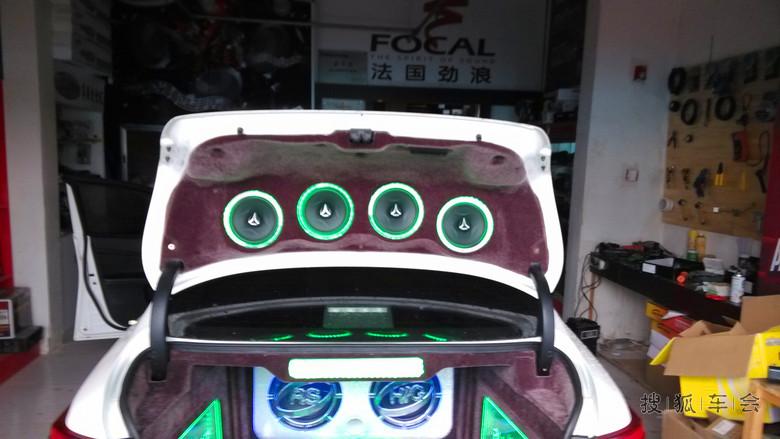 唐山汽车音响改装——丰田锐志改装音响后备箱倒模