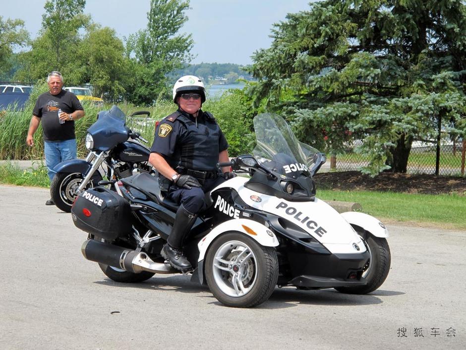 加拿大尼亚加拉大瀑布巡警的警用摩托车- 搜狐
