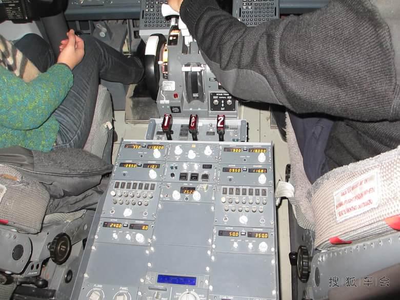 737-800的真实驾驶舱