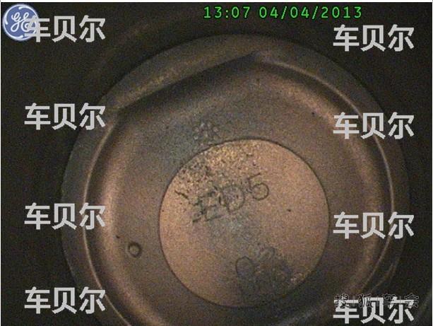 上海大众朗逸排气管有黑灰 车贝尔发动机积碳清洗剂高清图片