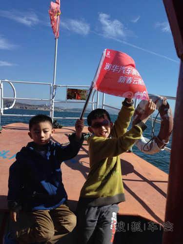 云南/车队向着洱海边驶去,我们在才村码头登船,洱海是云南第二大...