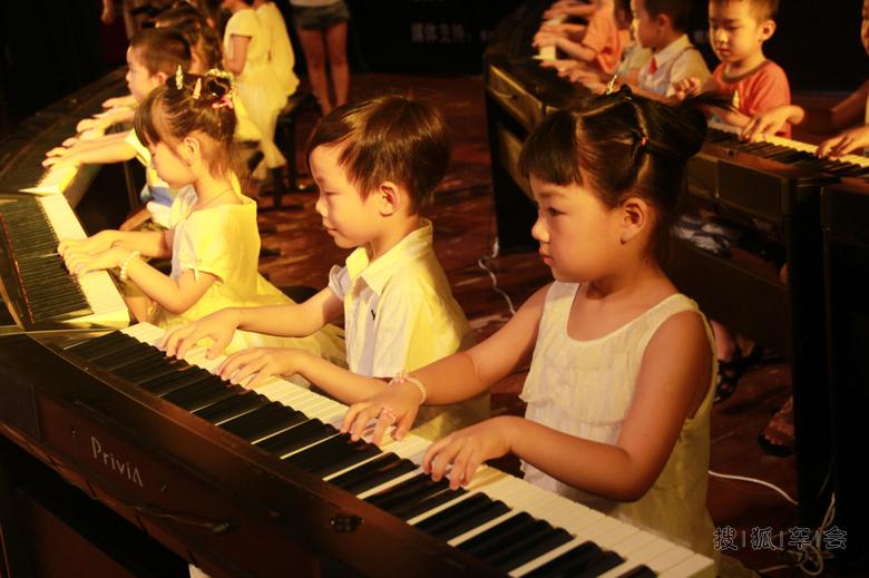 谱悦钢琴艺术中心浅谈幼儿学钢琴的好处 _奥迪