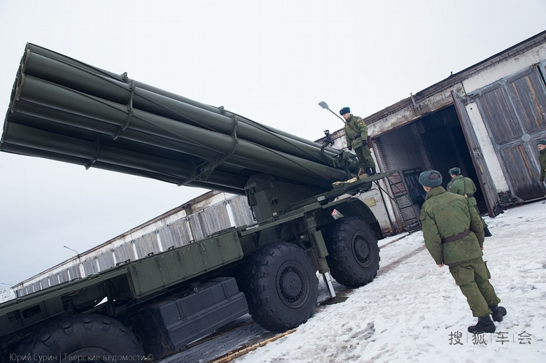 phl03式300毫米多远程火箭炮_振国神器PHL03式300毫米多管火箭炮